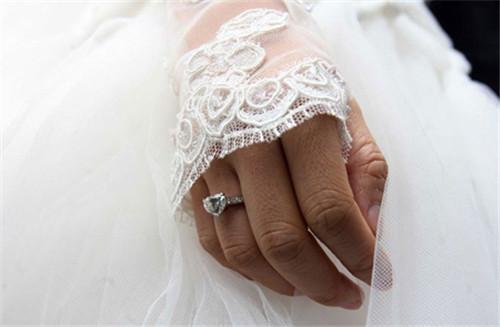 网购结婚钻戒怎么选?这4点帮你足不出户买戒指